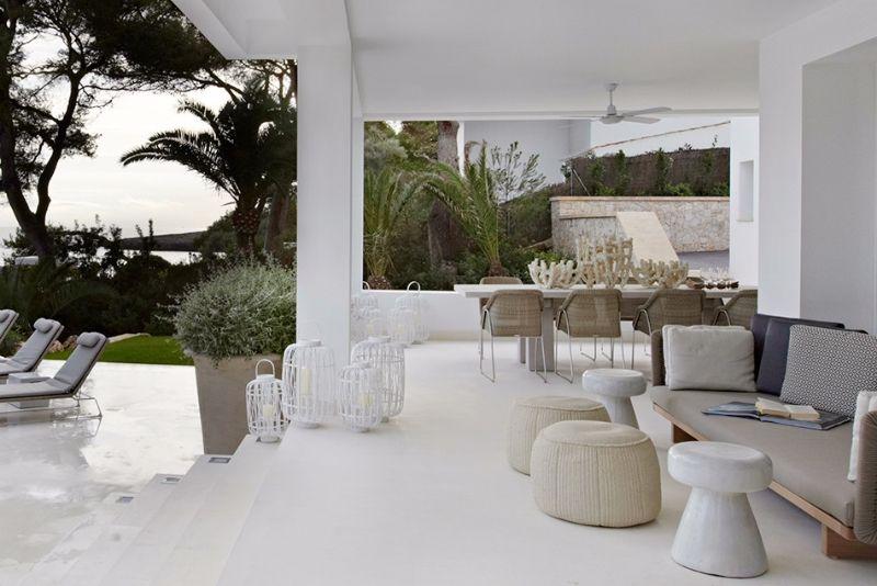 Fiona Barratt - Spectacular Upholstery Ideas for Living Rooms - Outdoor Upholstery Living Room Idea